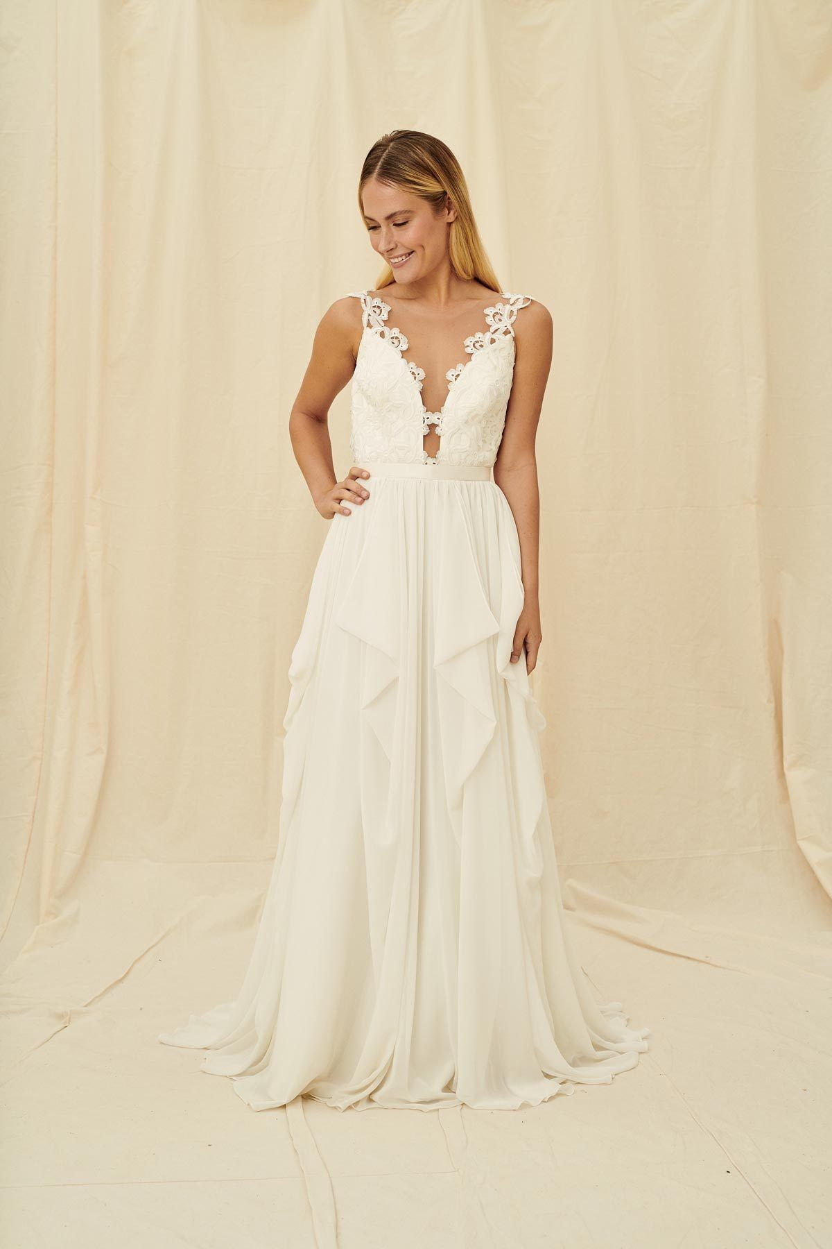 Truvelle Julie An Illusion Neckline With Lace Scallops And An A Line Chiffon Skirt Made In Vanco Wedding Dress Shopping Wedding Dresses Modern Wedding Dress [ 1800 x 1200 Pixel ]