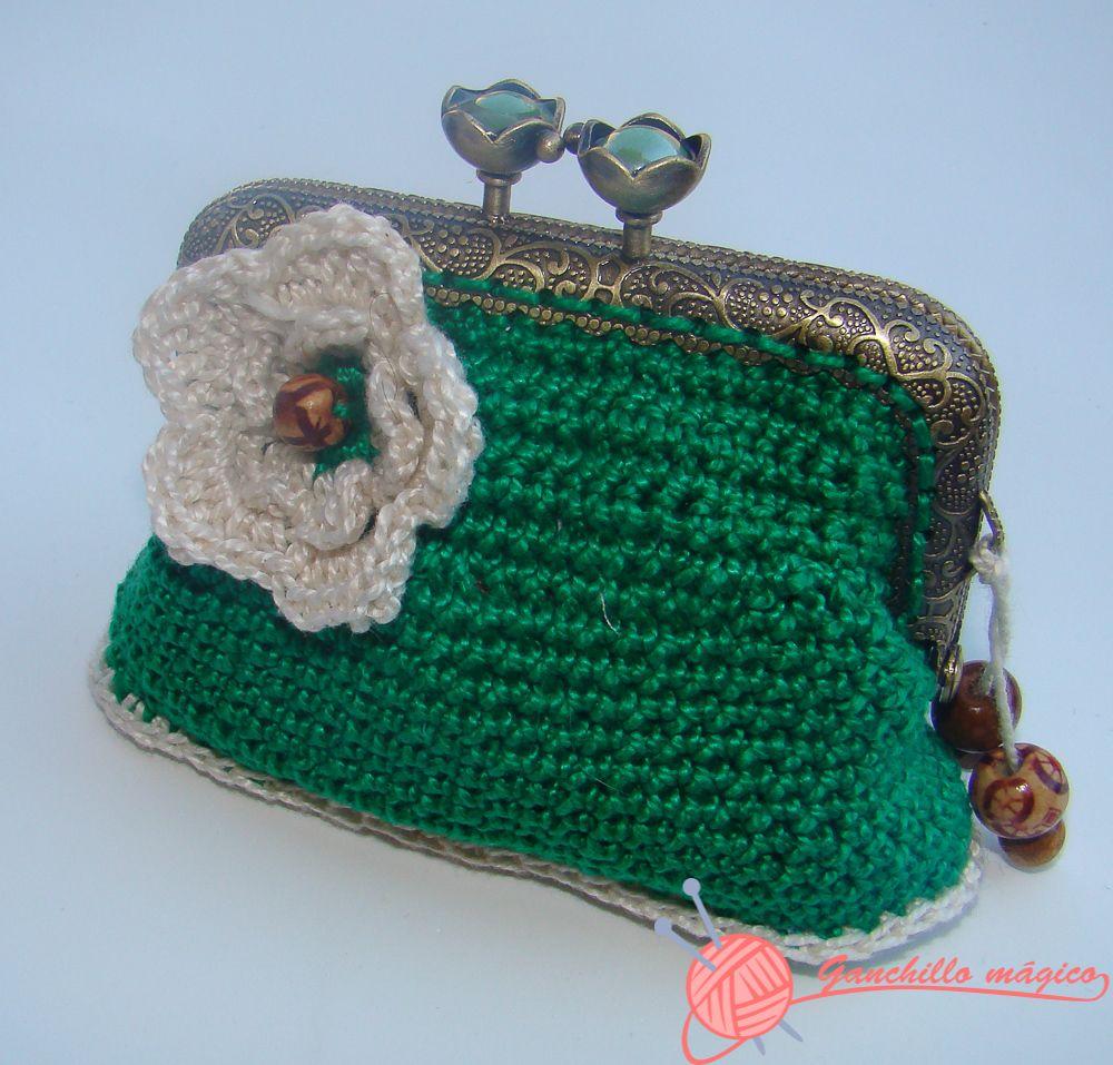 Monedero verde boquilla cuadrada en ganchillo estuches for Monedero ganchillo boquilla ovalada