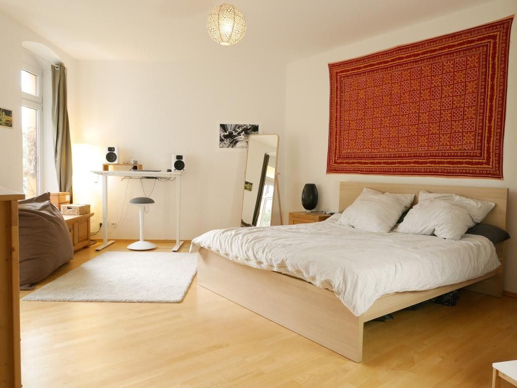 Einrichtungsidee fürs WG-Zimmer mit Bildteppich und großem - schlafzimmer einrichten 3d