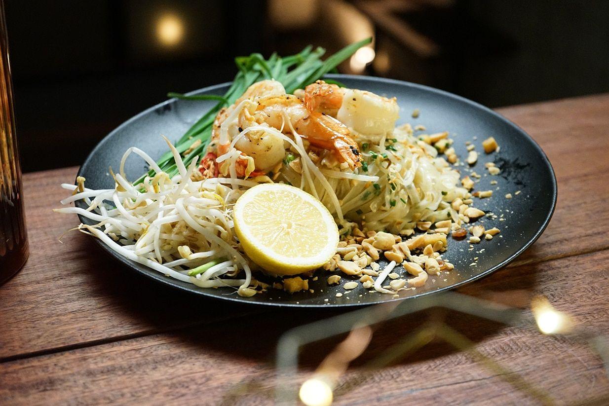 Prawn And Garlic Chive Pad Thai Salads In 2018 Pinterest Thai