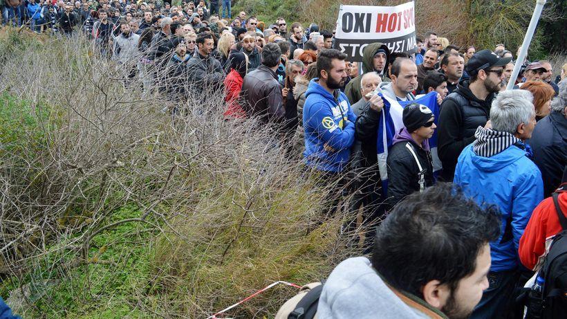 Griechenland : Keine Luft zum Atmen Keine Arbeit, keine Perspektive und Tausende Flüchtlinge: Im Norden verdichten sich alle Probleme Griechenlands. Schließt Mazedonien die Grenze, kommt der Kollaps. Von Kostas Koukoumakas, Thessaloniki