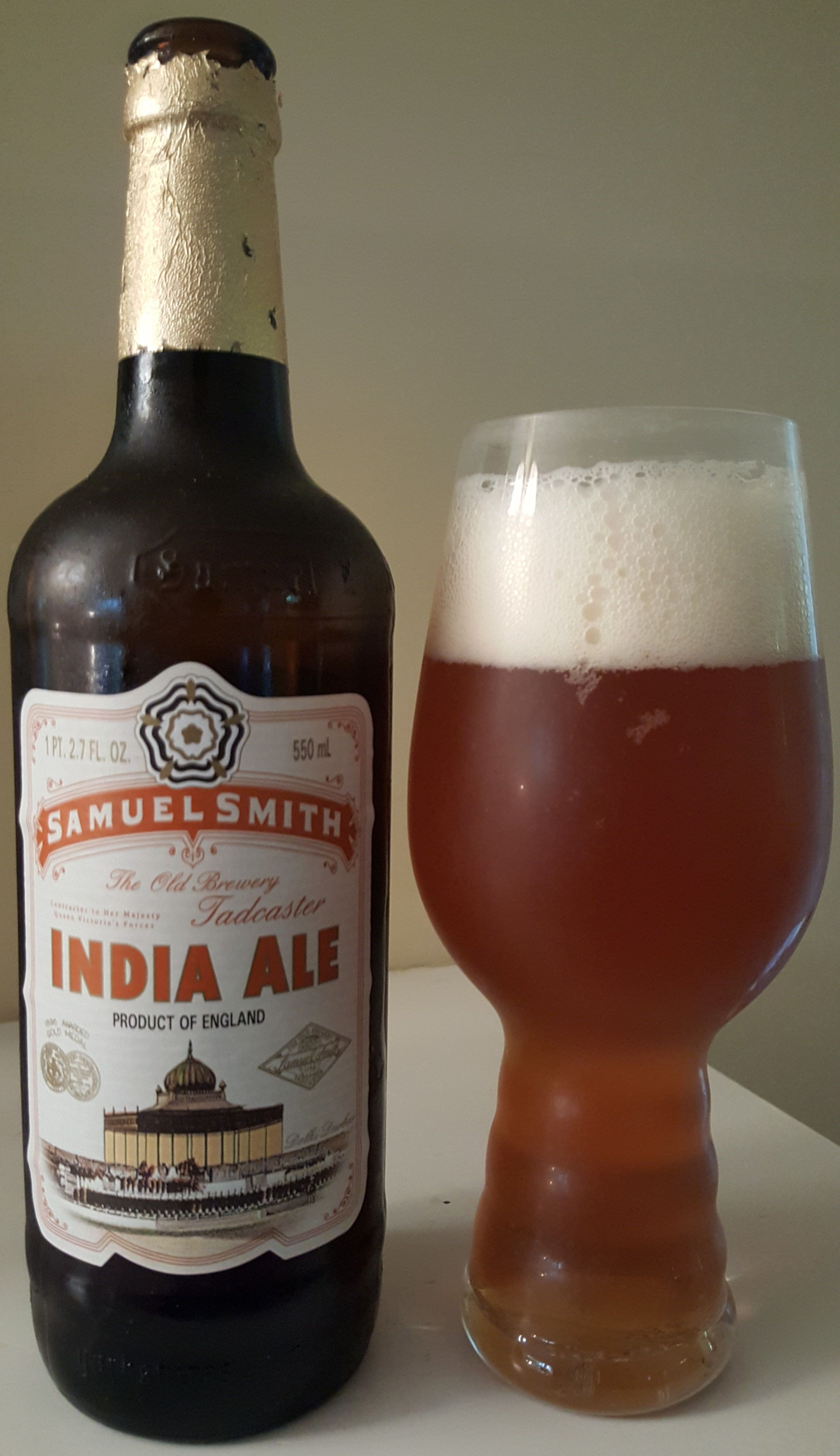 Samuel Smith India English Pale Ale Is 5 Abv And Pours Coppery In Color The Nose Is Biscuity Malt And Earthy Hop Leading Into The Taste The Carbonation M Met Afbeeldingen