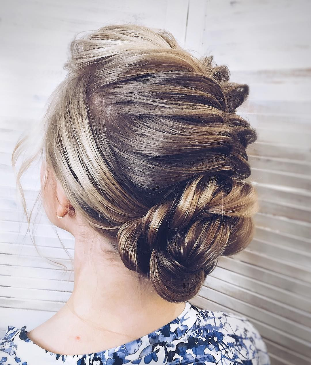 messy updo hairstyle ,swept back bridal hairstyle ,updo hairstyles ,wedding hairstyles #weddinghair #hairstyles #updo