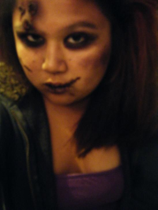 How to create a zombie makeup look. Zombie Makeup! - Step 7