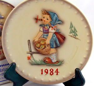 M J Hummel LITTLE HELPER 1984 Annual Plate Goebel #277 TMK 6 Porcelain NIB
