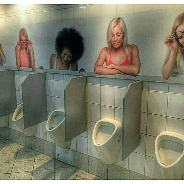 Подруге день, прикольные картинка туалета