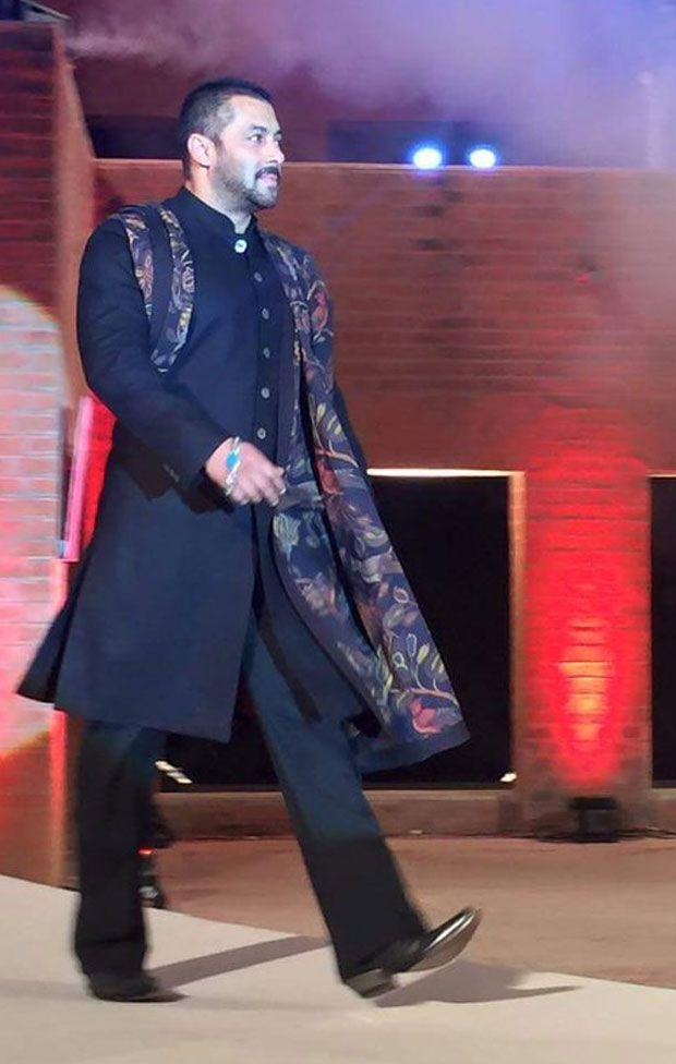 Photos: Salman-Sonam scorch the ramp at Khadi Fashion show  - Read more at: http://ift.tt/1M63MgF