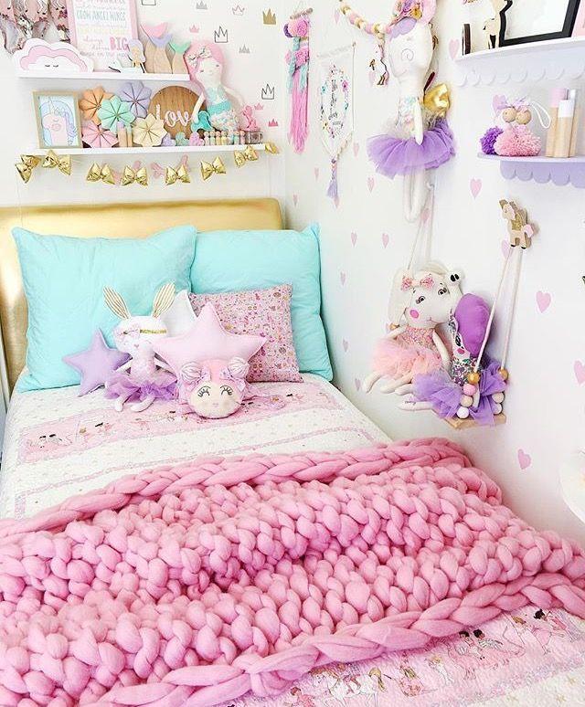 So cute unicorn bedroom!   Unicorn bedroom kids, Kid room ...