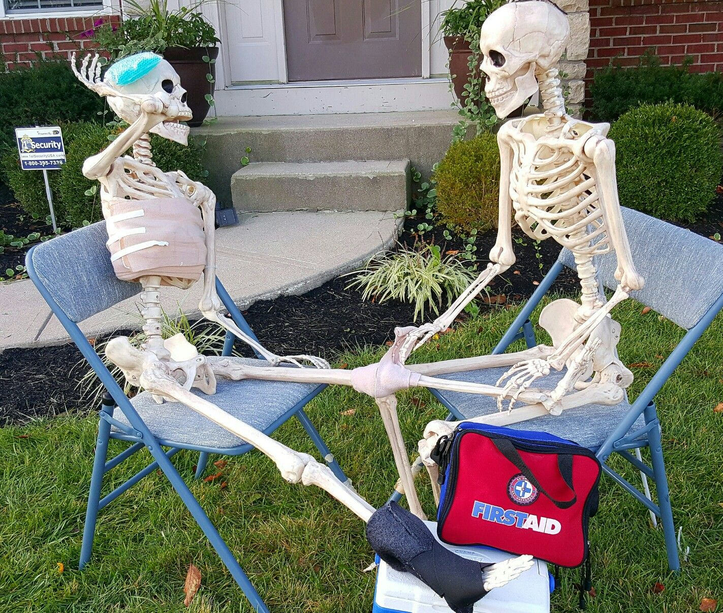 Pin by C Champ on The Adventures of Bob  Dorothy #thatboneybunch - halloween decoration ideas for yard