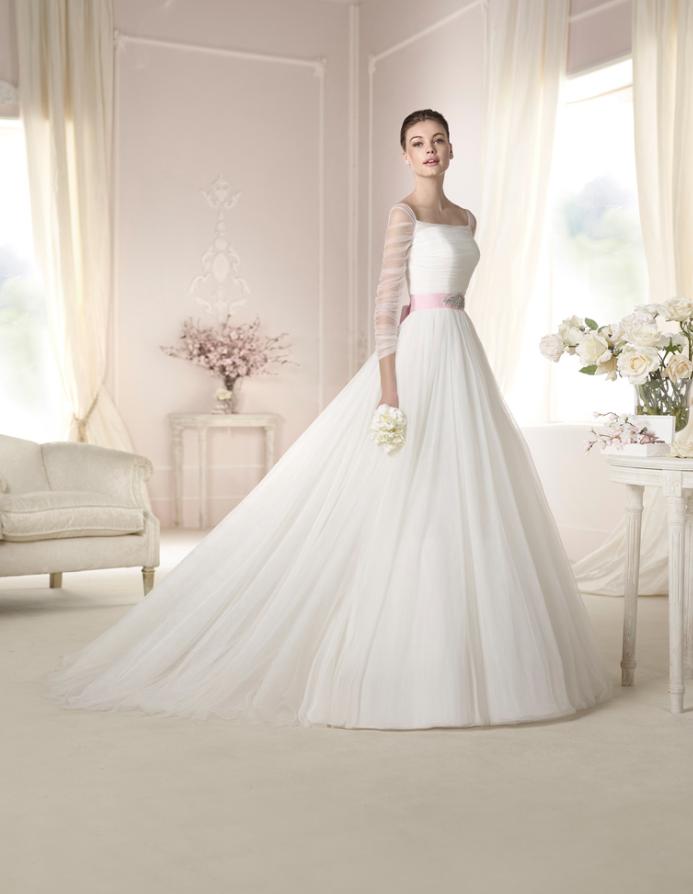 vestido de #novia con corte princesa, manga larga y escote cuadrado