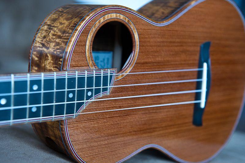 DeVine Guitars and Ukuleles : Guitar gallery : Ukulele gallery : Custom Koa Guitars and Kasha Ukuleles of Maui, Hawaii s
