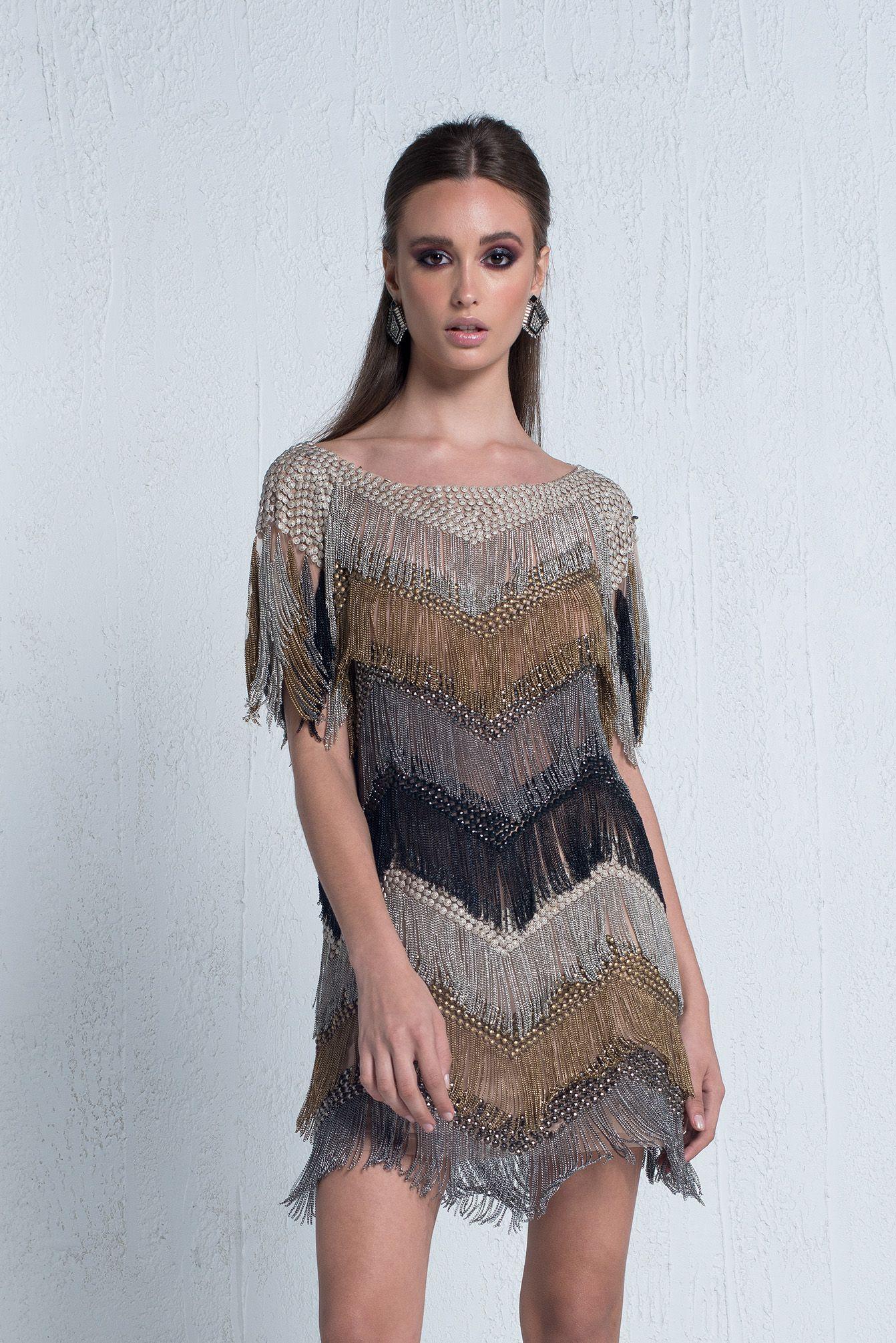 9d0af369fb Vestido curto em tule bordado com franjas metálicas. Valor de varejo R   3.100