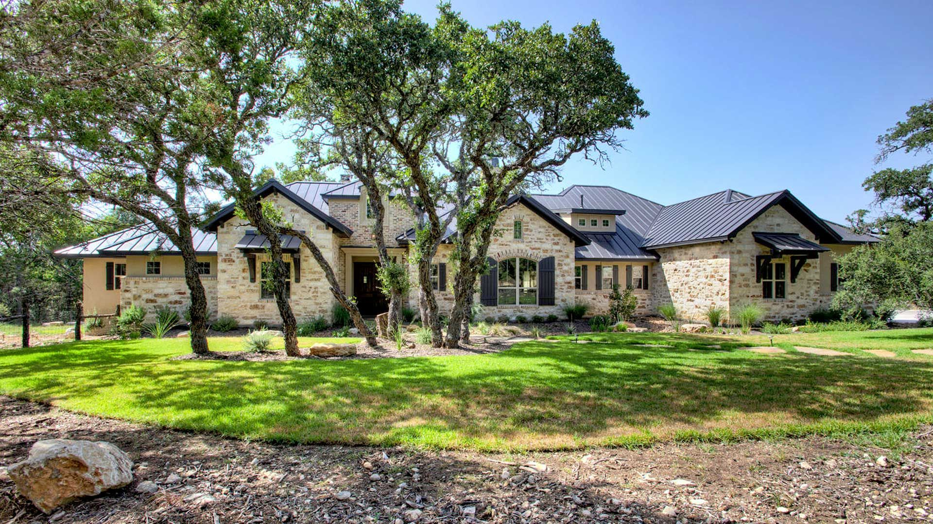 17 Incredible Metal Roofing Detail Ideas Country Home Exteriors Texas Hill Country House Plans Hill Country Homes