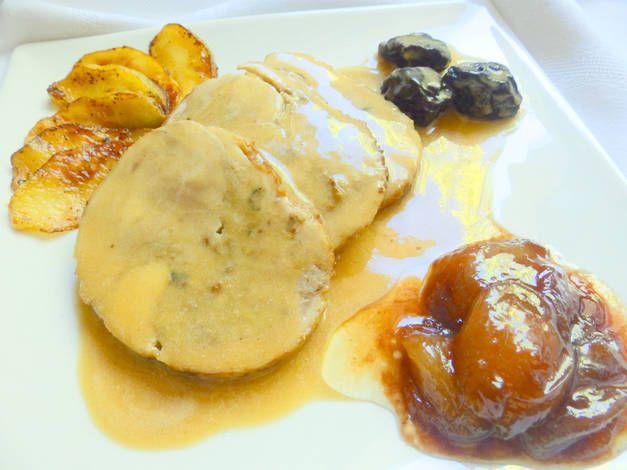 Pollo relleno con boletus manzana y cebollitas caramelizadas
