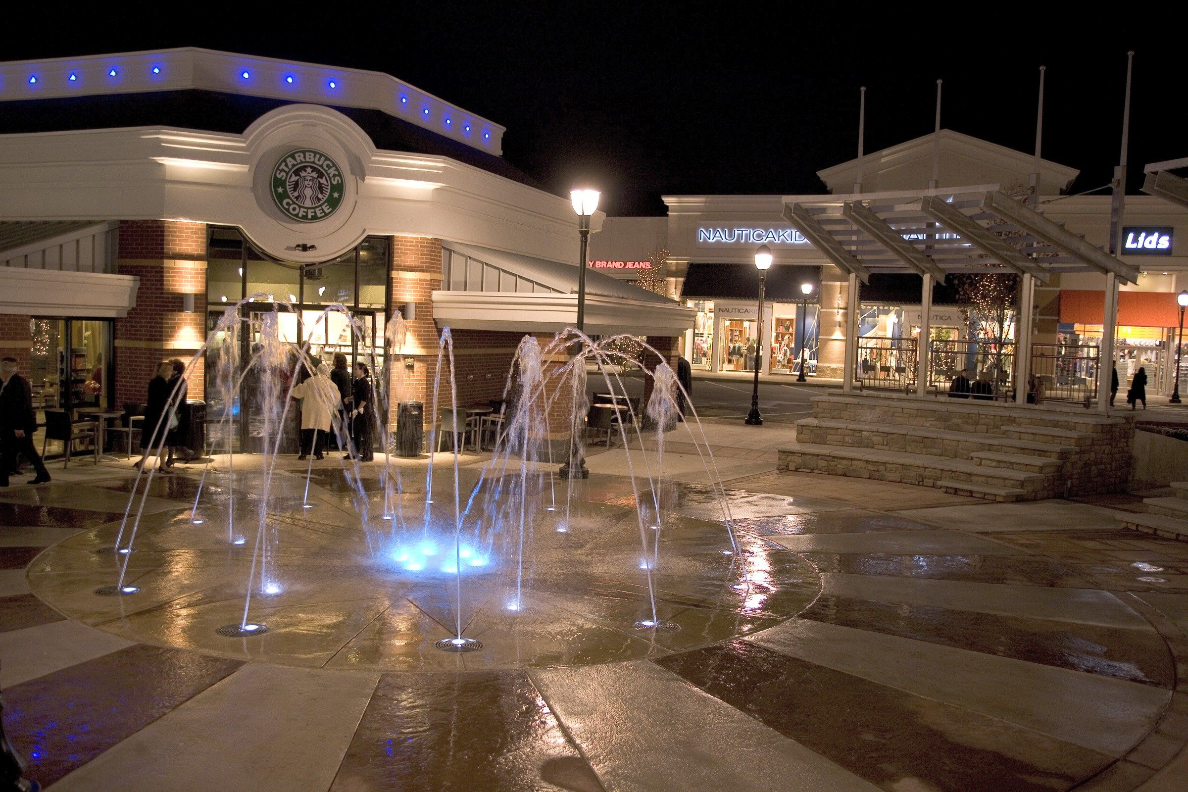 If you like to shop and you love outdoor malls this is a great place ...