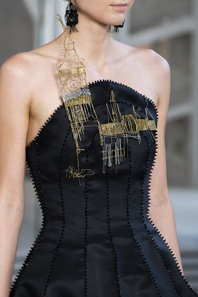Guo Pei at Couture Fall 2018 #runwaydetails