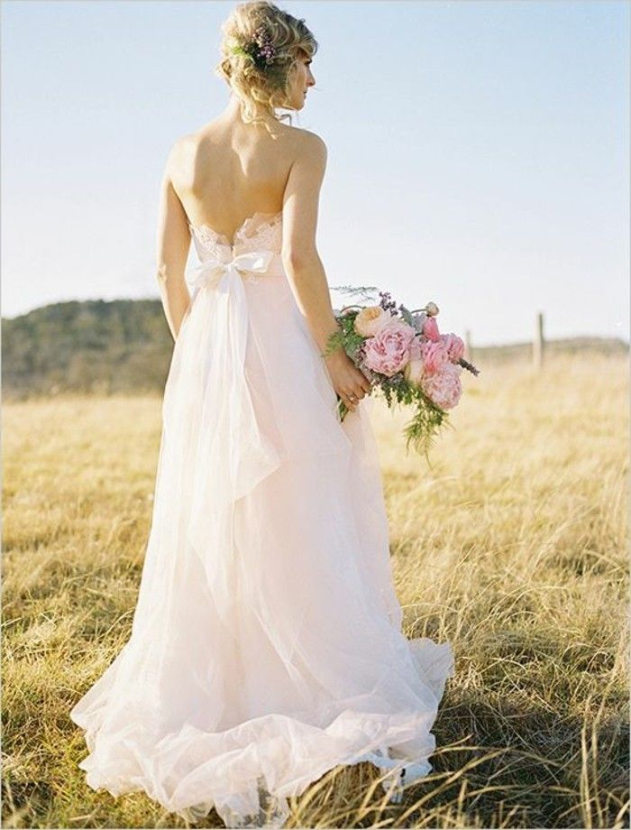 Rosa Brautkleid für einen glamourösen Hochzeits-Look | Wedding