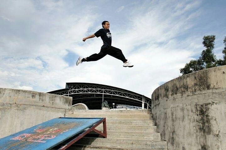 Parkour Jumping Off Wall   Parkour Jumping   Pinterest ...