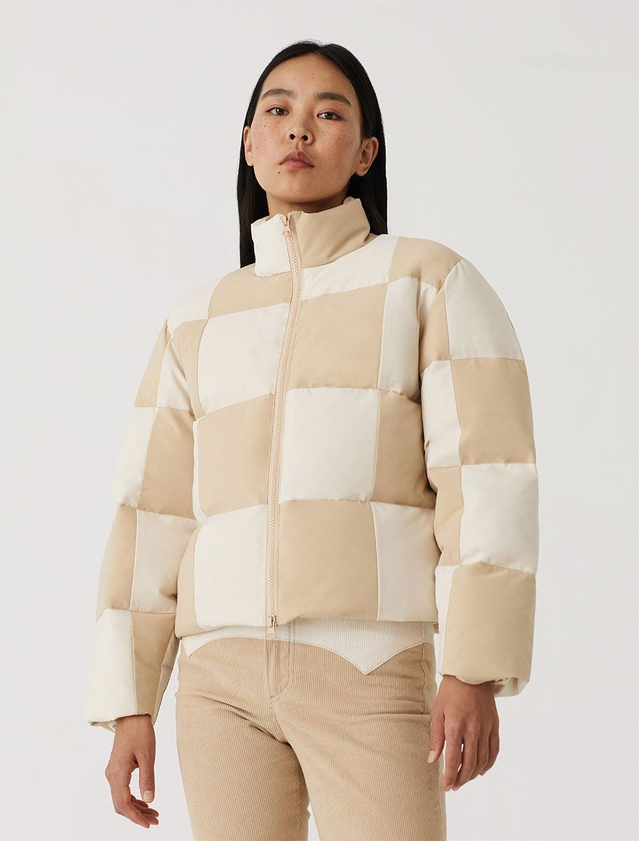 Checkered Patch Puffer Jacket Color Ecru Ext 100 Sorona Int 100 Recycled Bottles Polyester Made In China Shop Now Puffer Jackets Puffer Coat Jackets [ 1200 x 912 Pixel ]