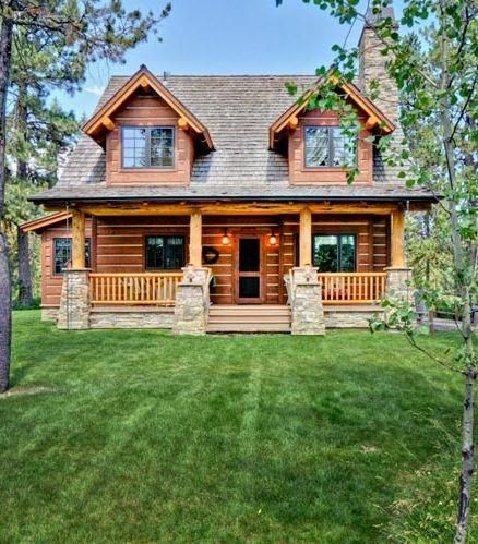 How About This Cute 2 Bedroom 2 Bath 1 362 Square Foot Cabin From Family Home Plans Can You See This As Yo Family House Plans Small Log Cabin Log Home Plans