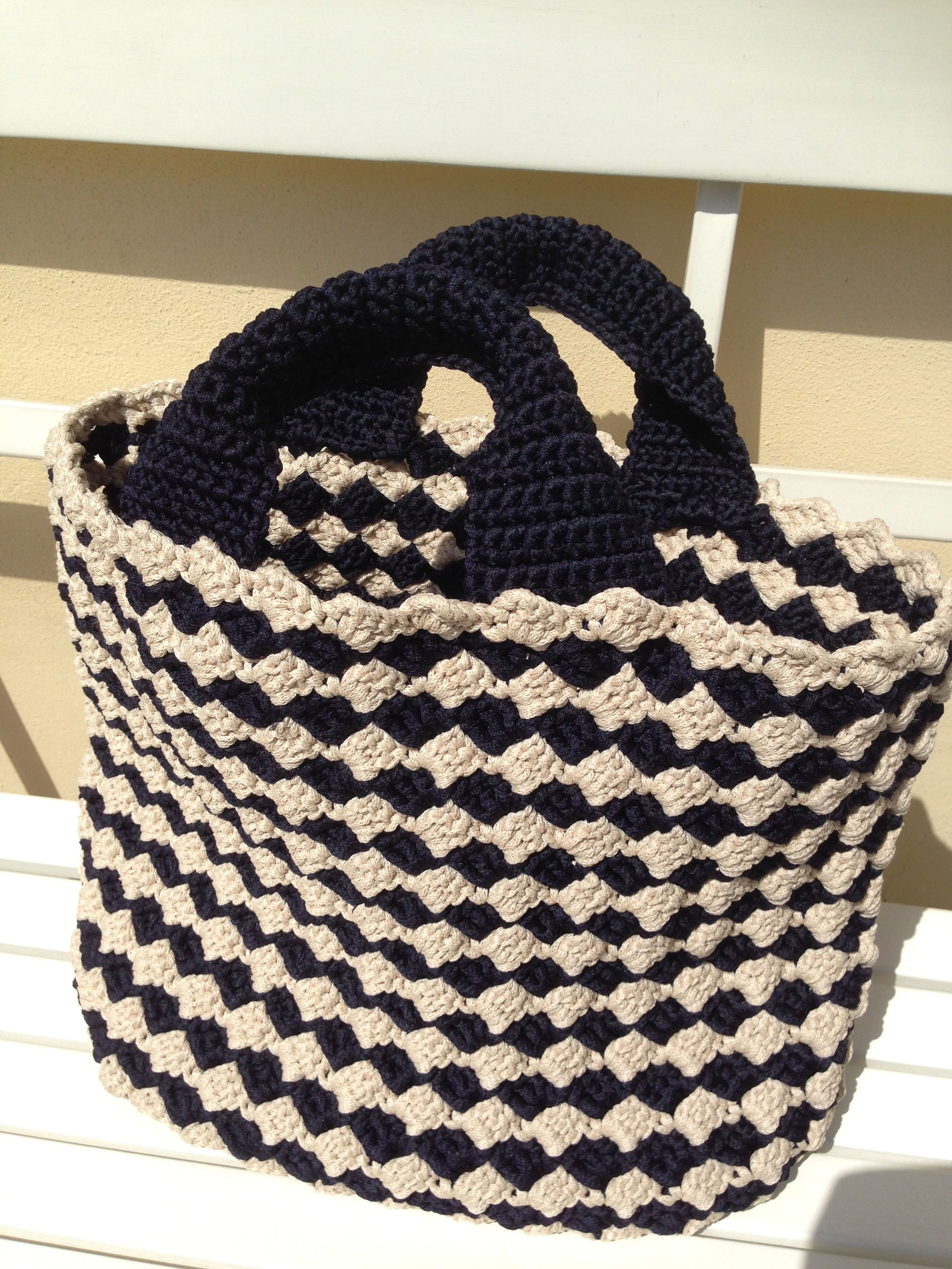 fb93c523e1ed Celebrity and Designer Crochet: June Roundup | crochet | Bolsos de  Ganchillo, Bolsos, Bolsos cartera