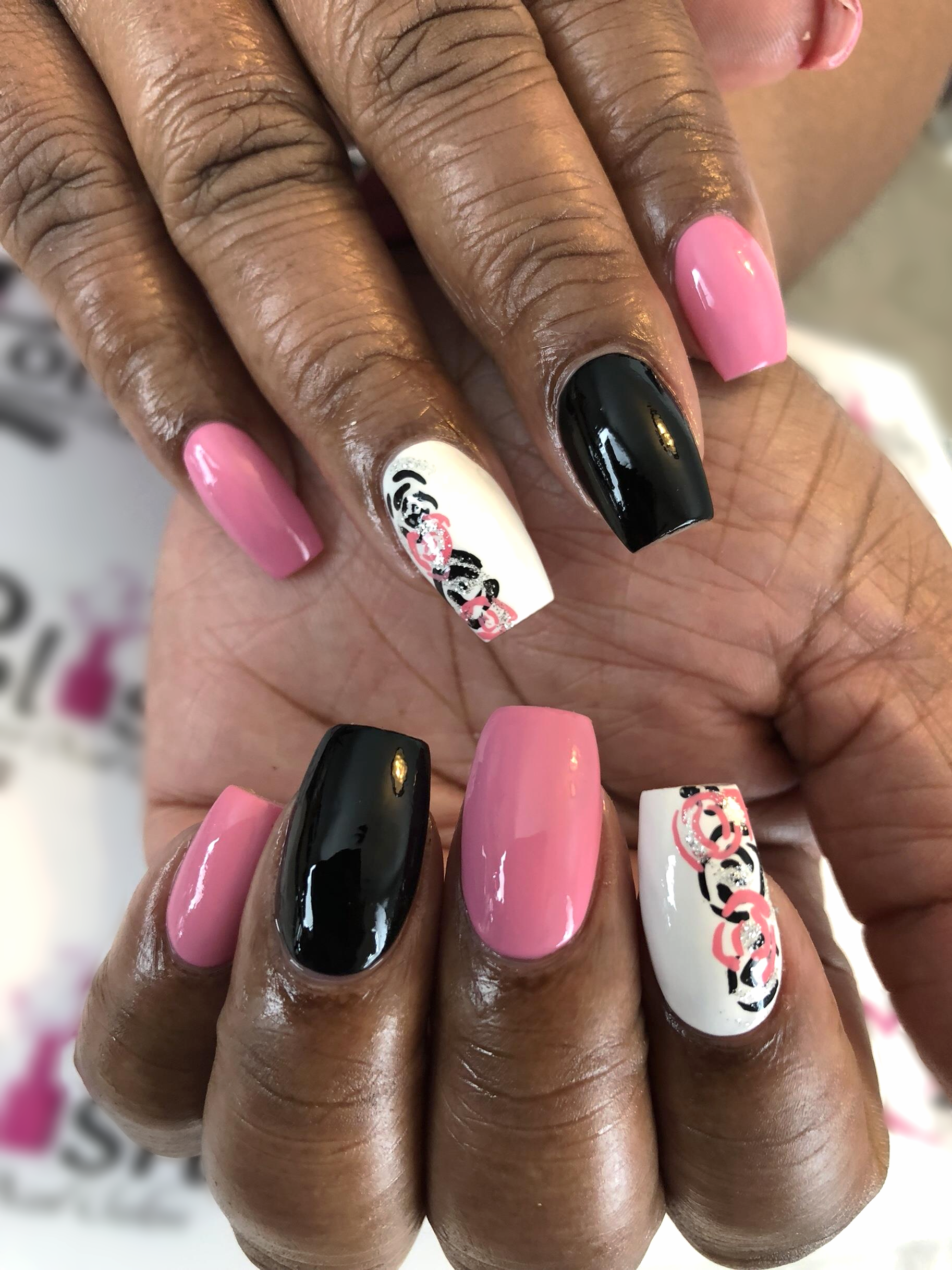 Fill In W Designs 40 Pink And Black Acrylic Nail With Rose Designs Black Acrylic Nails Manicure Pedicure Nail Art