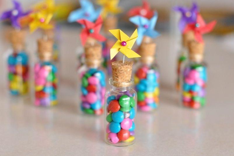 Vai organizar uma festa infantil e quer surpreender seu filho e os amiguinhos com lembrancinhas de aniversário criativas? Veja só estas 10 opções...