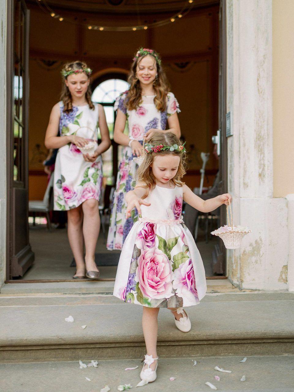 Schloss Wackerbarth Hochzeit Fur Alle Sinne Fotografie Vivid Symphony In 2020 Blumenmadchen Kleid Kleid Hochzeit Madchenkleid