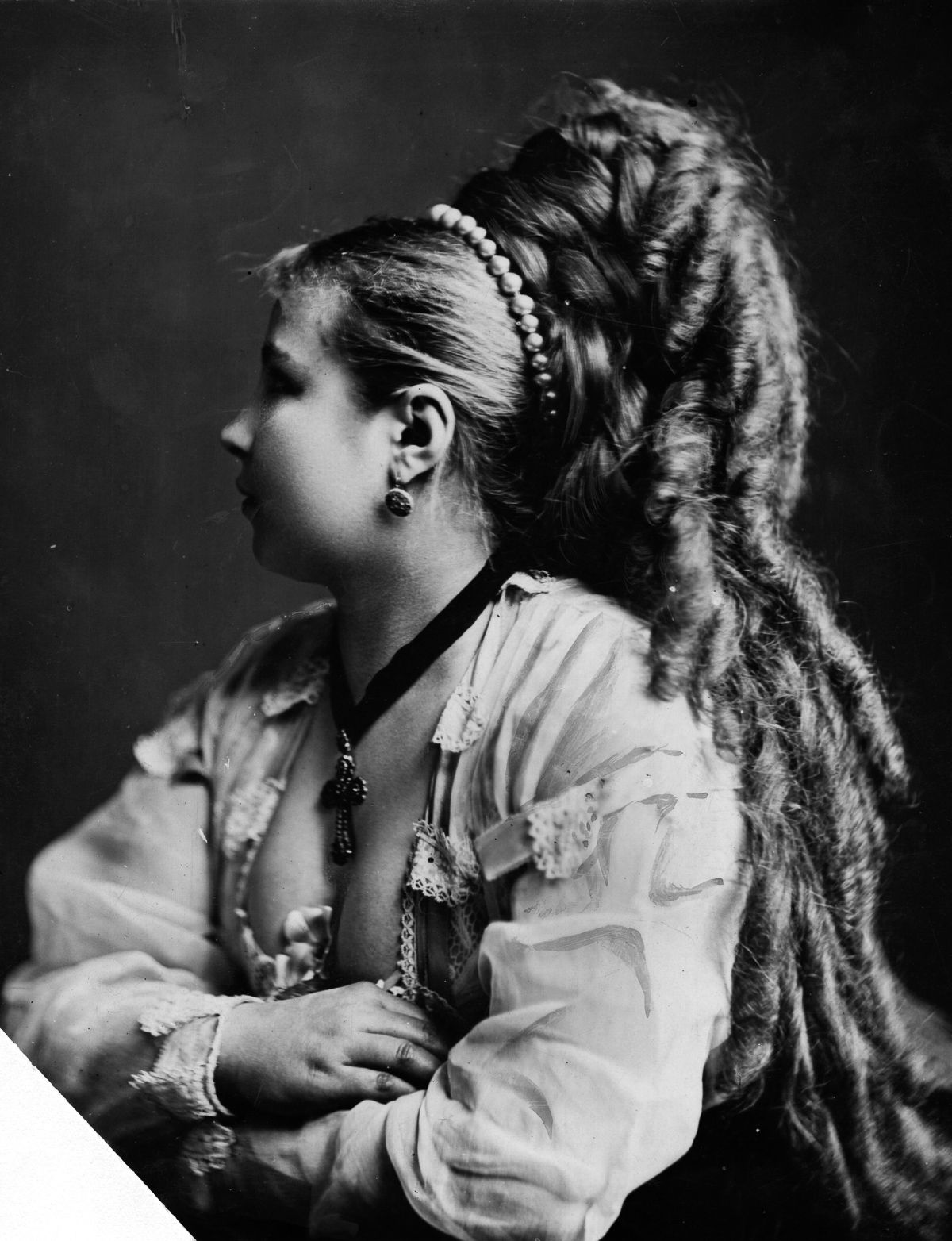 Malerei der renaissance in italien public domain long hair very long victorian hair it was believed that a womans personality could be inferred from her hair curly haired women were considered to be ccuart Image collections