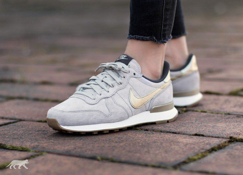 nike internationalist prm suede