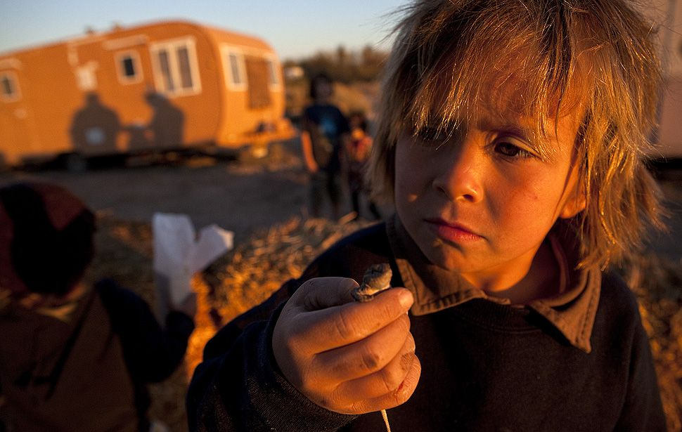 http://www.off-the-grid-homes.net/living-off-the-grid.html Daily living off of the grid. Living off the grid in Slab City