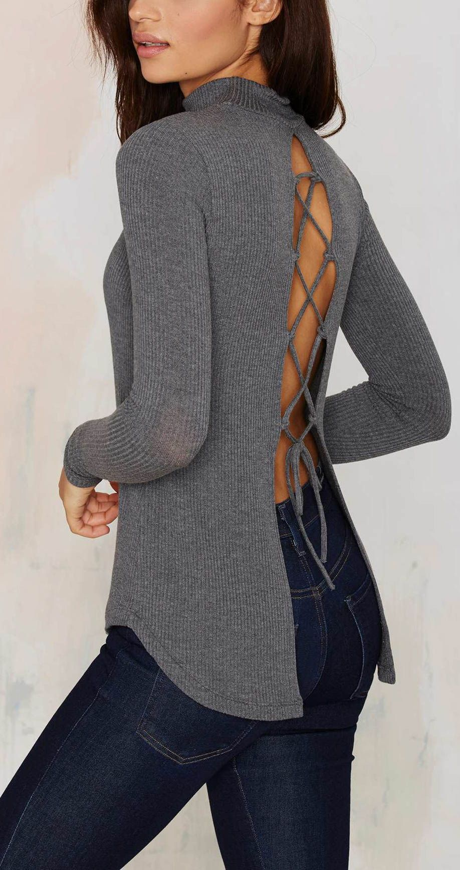 a little surprise in the back of this crew neck knit is just the things to add a fresh take on your autumn wardrobe.
