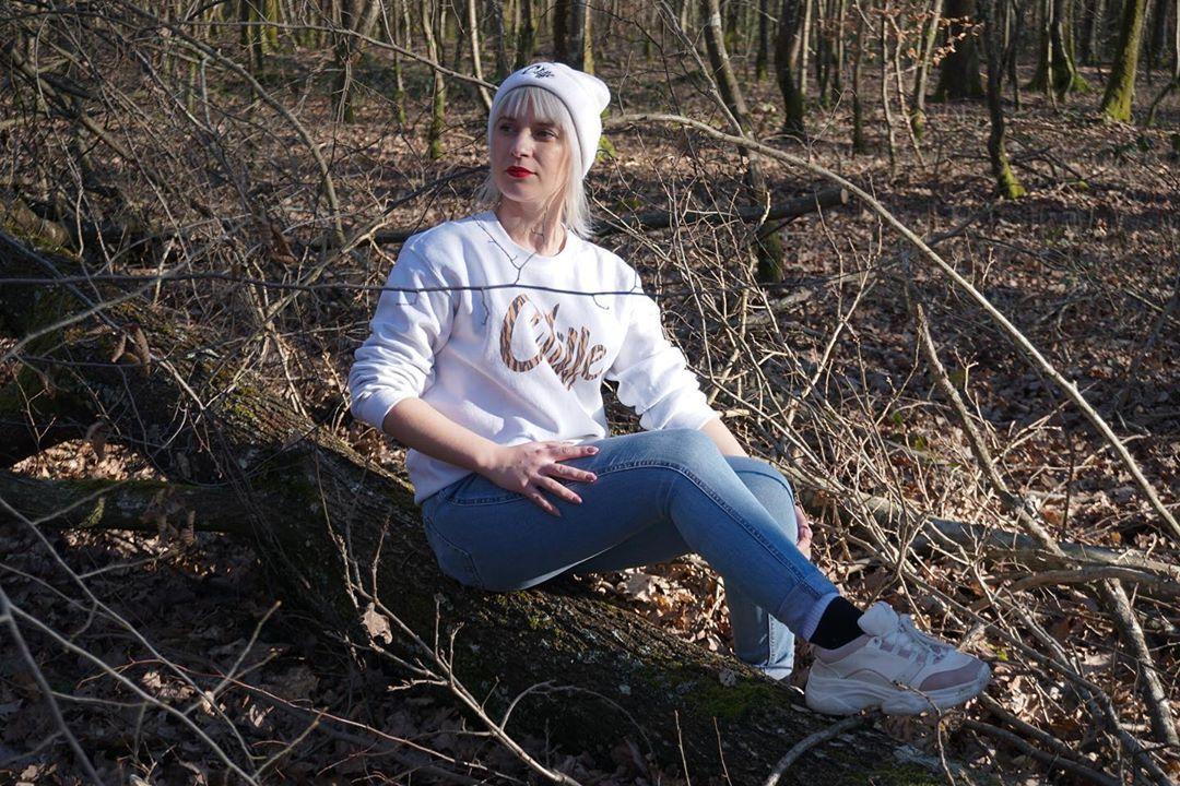 Posée dans la forêt 🌳 📸 @cstzbmx . . . . . .  #mood #fitness #fitgirl #entrepreneur#happiness #girls...