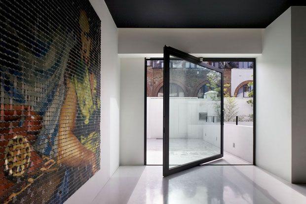 Una grande porta finestra con meccanismo a rotazione - Finestra a bovindo ...