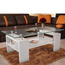 ¡Ahora una mesa para el salòn! Esta mesa es de madere blanca y vidrio. No es muy grande pero creo que es muy linda.
