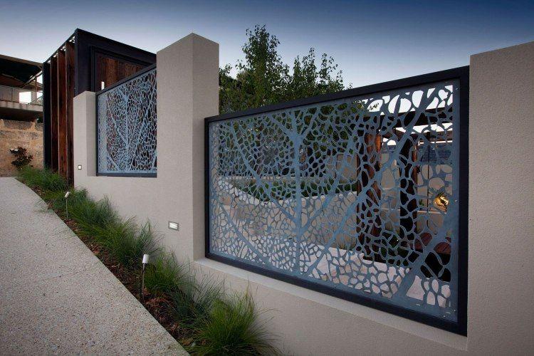 schöner Zaun aus Metall- und Massivbauelementen Laser Cut - sichtschutzzaun aus kunststoff gute alternative holzzaun