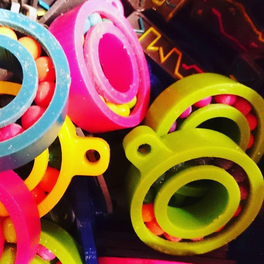 3D-henkistä väriloistoa TAMKin OpenLabin avajaisissa. // Colourful 3D printings at TAMK's OpenLab opening. #tamk_uas #tamk #3d #3dprinting #3dtulostus #openlab #avajaiset #opening #colour #colourful by tamk_uas