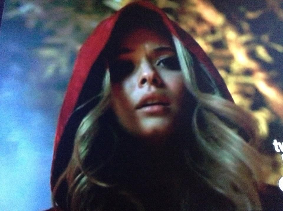 Ali Is The Redcoat I Know It Pretty Little Liars Red Coat