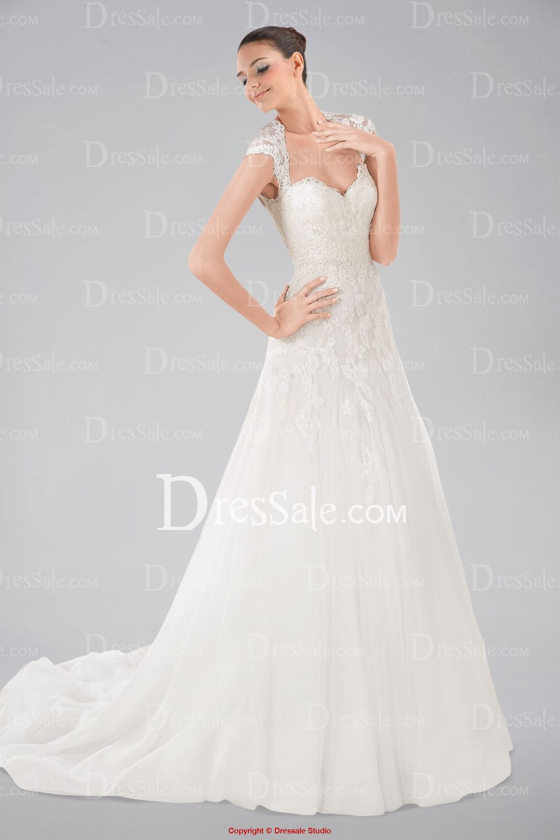 Overwhelming sweetheart neckline wedding dress with appliques and