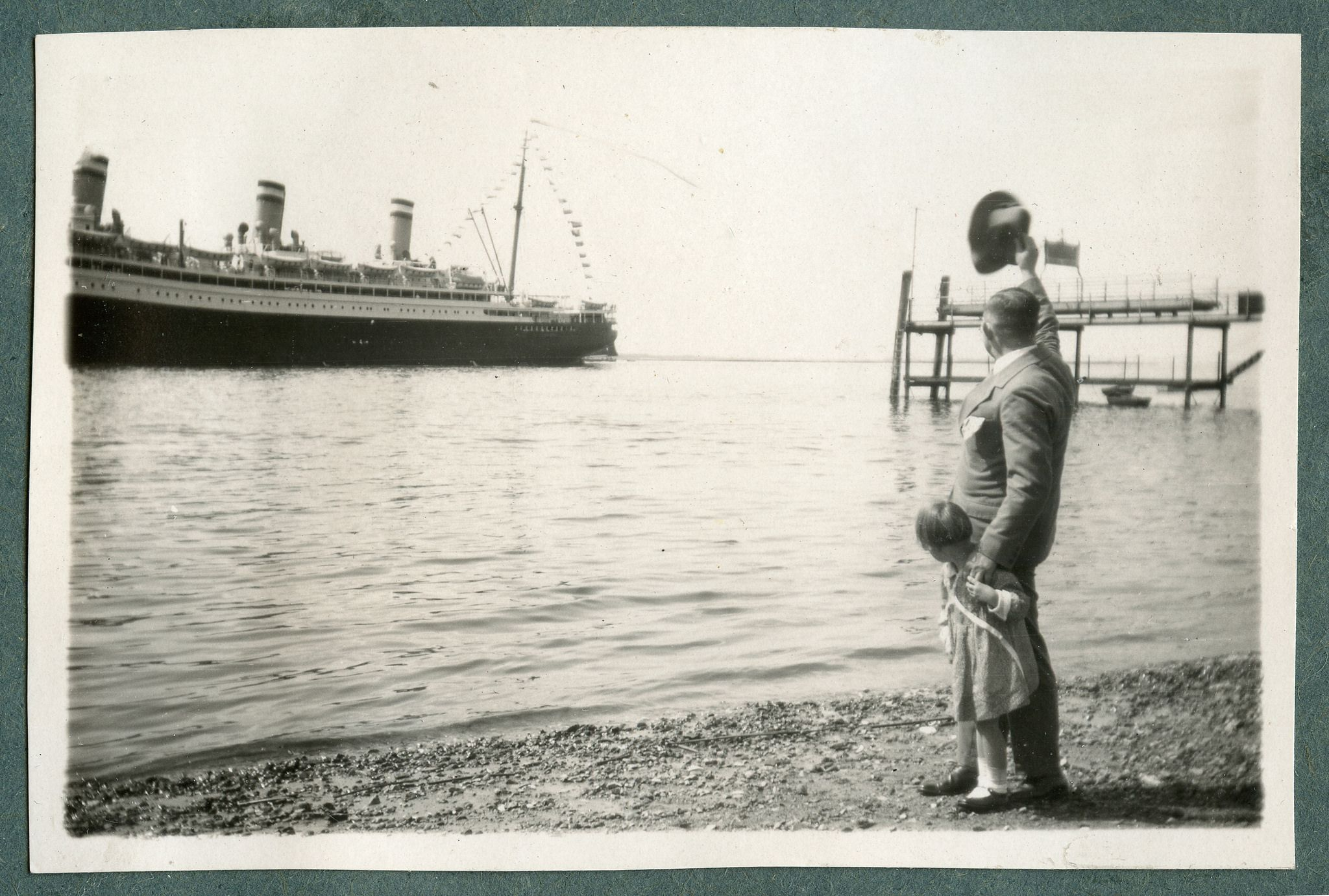 salute / farewell /greeting goodbye to ship, Germany, 1920's / man and little girl