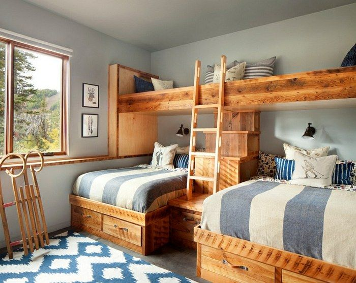 kinderzimmer blau wei teppich holz schlitten streifen bunt durcheinander pinterest wei er. Black Bedroom Furniture Sets. Home Design Ideas