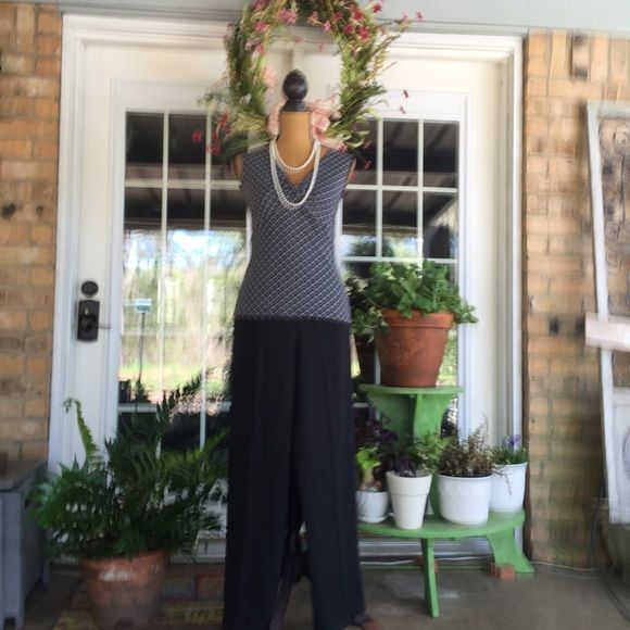 6 PAIR PANTS /ST JOHN BY MARIE GRAY Size 8 & 10 *****PRICED INDIVIDUALLY @ $75 PR.***** 6 pair of St John Knit Pants in excellent, ready to wear condition.  (2) Pr. Dark Charcoal Gray (10) (1) Pr. Dark Forest Green (10). (I also have the suede & Leather handbag  that matches this beautiful green.   ( 1) Pr. Dark Brown(10). (1) Pr. Tan(8)      ( 1) Pr. Lt Blue(8) ( I have the long blue skirt that matches these pants).  These pants are a great addition to your wardrobe!  THANKS FOR SHOPPING…