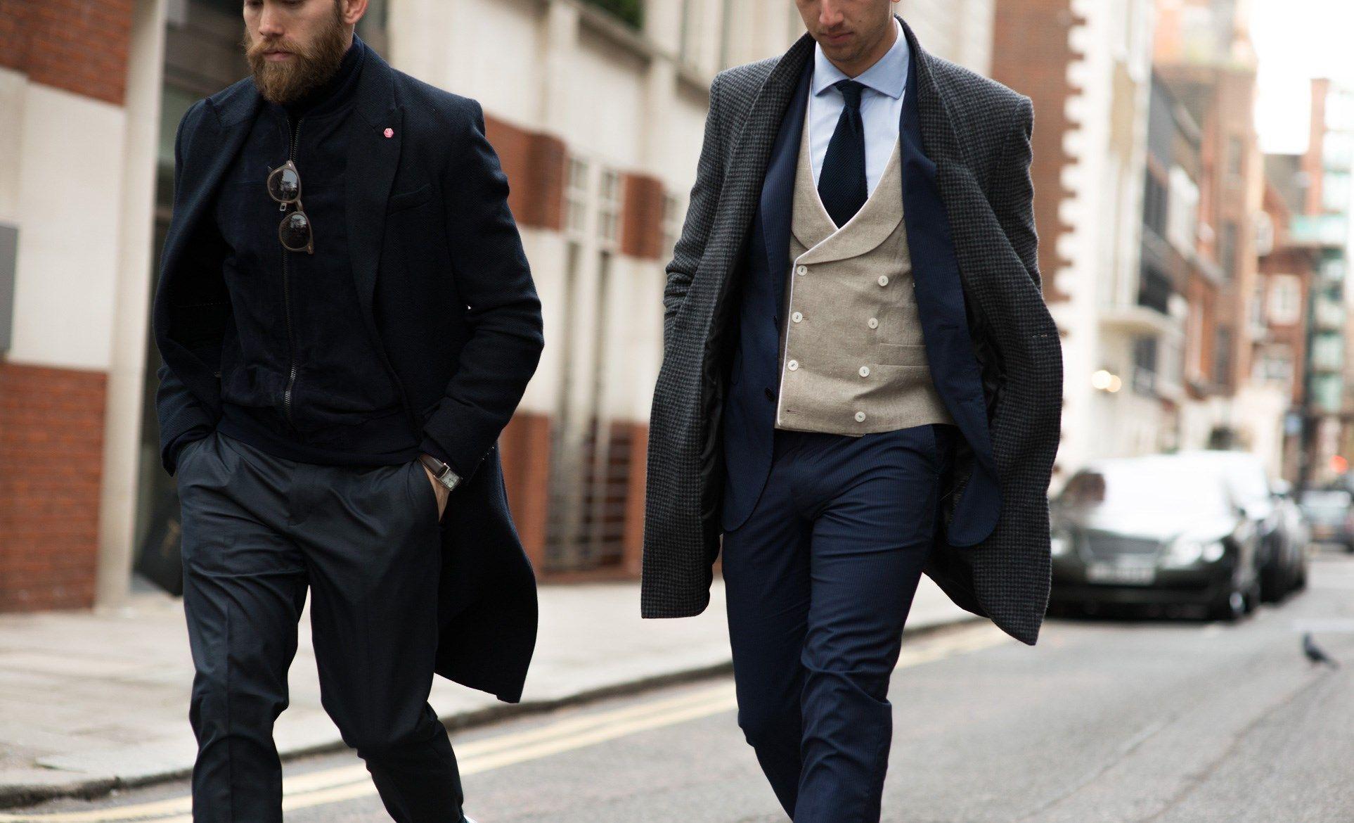 20c1df592c El secreto está en usar capas de ropa.  Hombres  Estilo  Fashion  Menswear   Lluvia  Dafiti  Abrigos  Trench