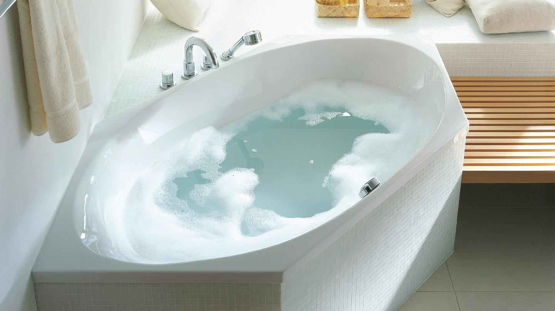 Lignes claires & utilisation optimale de l'espace : les baignoires et baignoires baln�o de la s�rie 2x3 transforment votre bain en un moment de pur plaisir bouillonnant gr�ce aux fonctions de massage int�gr�es.