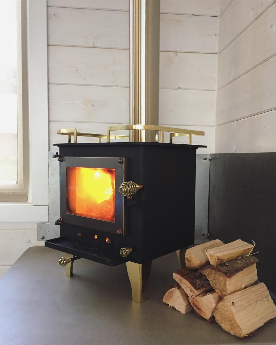 Tiny house wood stove Aprofitar espai Pinterest Tiny houses