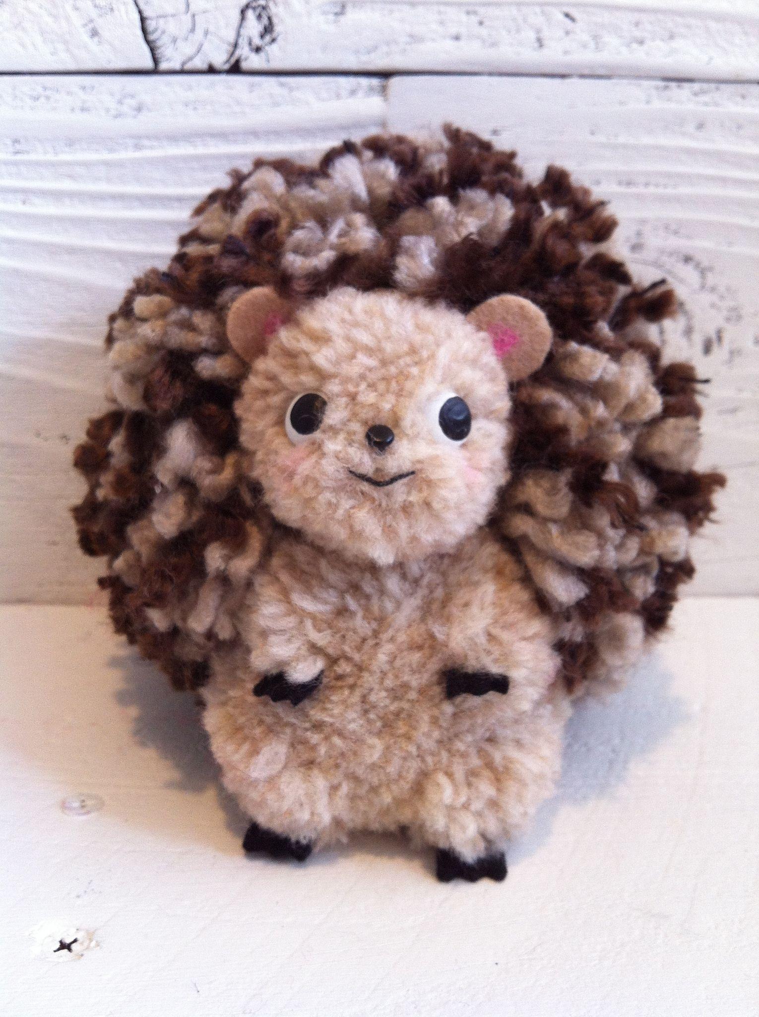 Hedgehog pom pom sculpture hedgehogs pom poms and pom for Pom pom craft patterns