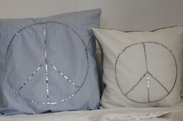 DIY: Pillows with peace-signs  http://syrinveien3.blogspot.no