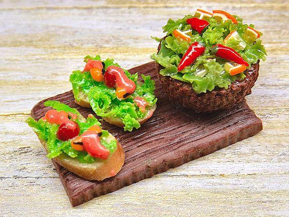 ♡ ♡   Pan frito con mejillones,  ensalada