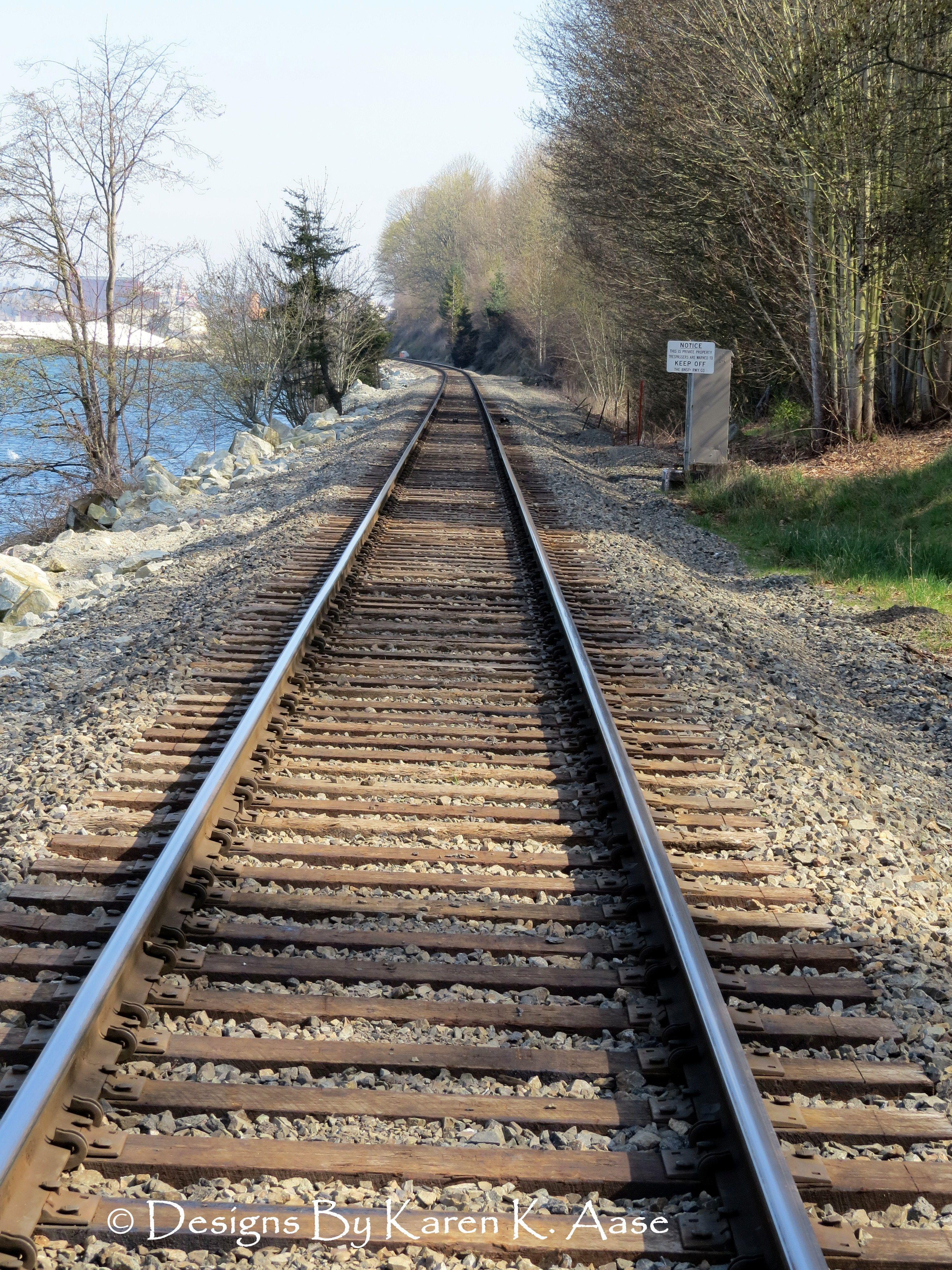 Railroad tracks..........................rh Railroad