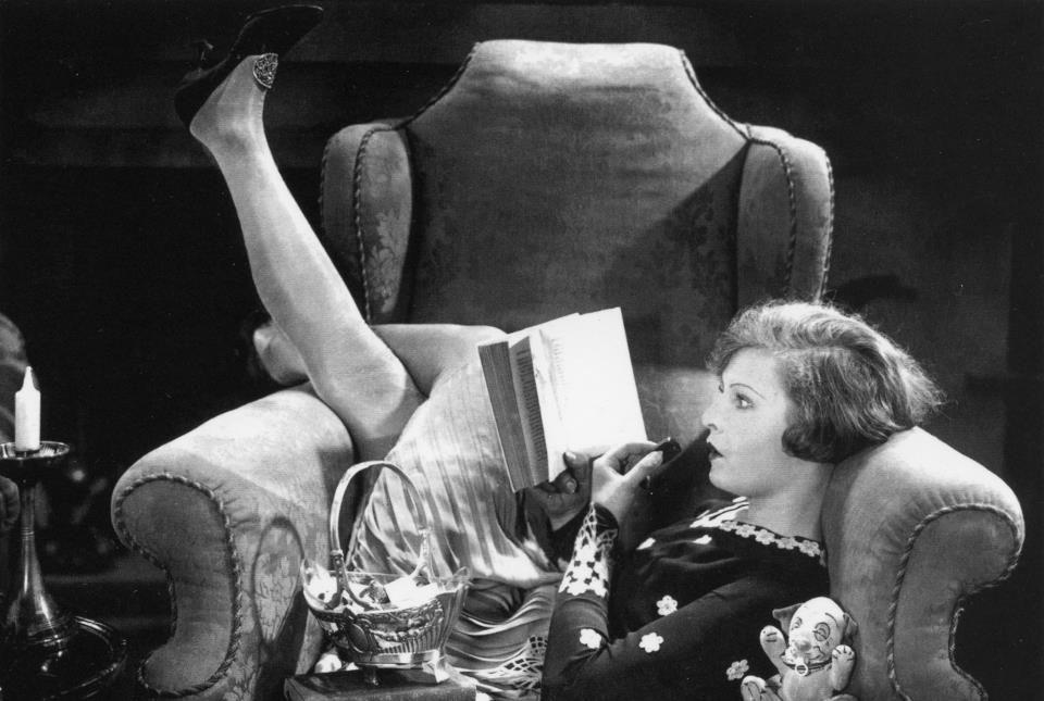 Lilian Harvey Frau beim lesen, Stehle, Bücher zitate